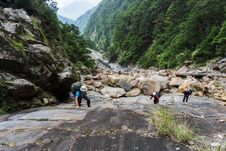 大濁水南溪谷近源頭岩壁